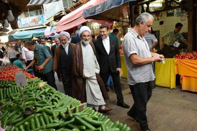 گزارش تصویری از حضور شهردار رشت و نماینده ولی فقیه از بازار رشت و دیدار چهره به چهره با مردم و بازاریان