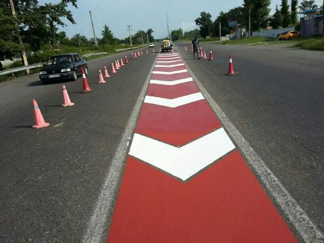 گزارش تصویری عملیات خط کشی عرضی از سوی مدیریت مهندسی و ایمنی ترافیک شهرداری رشت