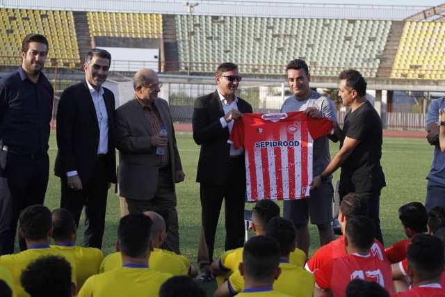دیدار صمیمانه شهردار رشت، رئیس و نائب رئیس شورای اسلامی شهر با بازیکنان و دست اندکاران تیم سپدرود
