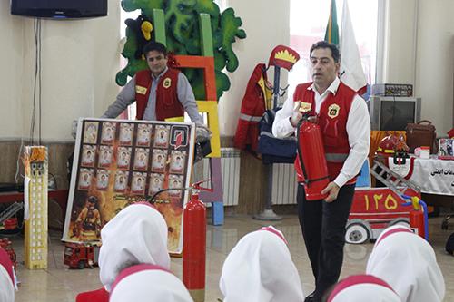 برگزاری آموزش ایمنی و آتش نشانی به یاد آتش نشانان شهید حادثه تلخ پلاسکو / آتش نشانی رشت