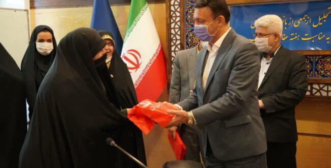 به مناسبت هفته عفاف و حجاب؛ از جمعی از بانوان فعال شاغل در شهرداری رشت تجلیل شد
