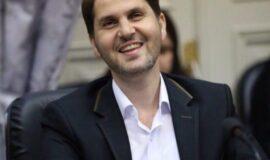 امیرحسین علوی با رعایت پروتکل های بهداشتی برای شرکت در انتخابات شورای شهر رشت به صورت اینترنتی ثبت نام کرد